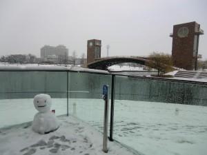 14.12.6翌日の雪だるまと橋