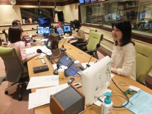 16.2.11ラジオスタジオ内ひとり斜め